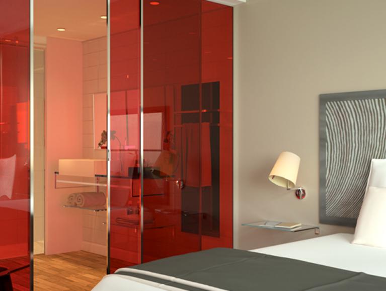 STADIP COLOR | Gekleurd veiligheidsglas als scheidingswand in een hotelkamer of slaapkamer