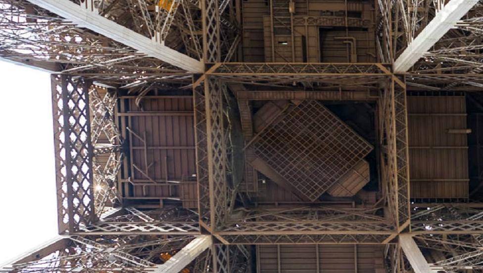 Eiffelturm Glasboden | Projekte von Saint-Gobain Building Glass